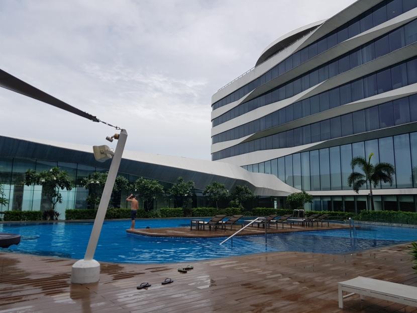 Conrad Manila : A heavenly place insideMetro